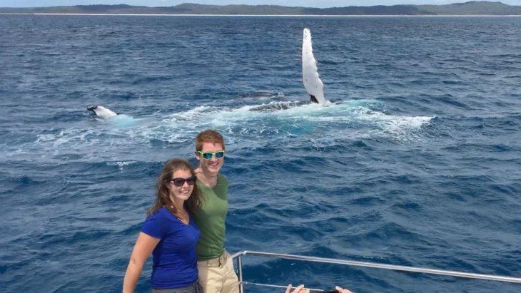 Image result for Влюбленные попросили ее сделать идеальное фото. Обрати внимание, что скрывается в море за ними…
