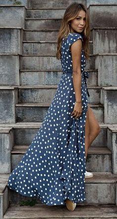 Стильная подбор платьев в горошек